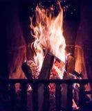Incendie brûlant dans la cheminée Images stock