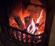 Incendie brûlant dans la cheminée Photos libres de droits