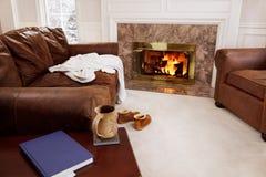 Incendie confortable de salle de séjour Photographie stock libre de droits