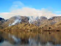 Incendie criminel dans la montagne Images libres de droits