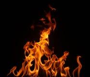 Incendie d'isolement sur un fond noir. Photographie stock