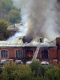 Incendie dans la construction Photos stock