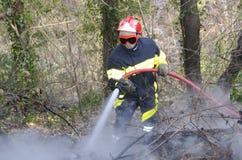 Incendie de combat de sapeur-pompier Image libre de droits