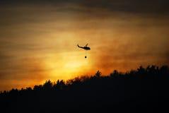 Incendie de forêt de combat d'hélicoptère au New Jersey Photos stock
