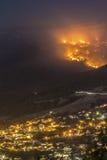 Incendie de forêt près de la ville Images libres de droits