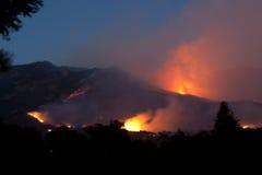 Incendie de Jesusita la nuit Photographie stock