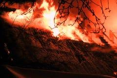 Incendie de nuit  L'hiver photos stock
