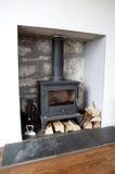 Incendie en bois de poêle de bec de log de bec. photographie stock libre de droits