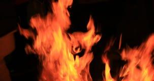 Incendie la nuit banque de vidéos