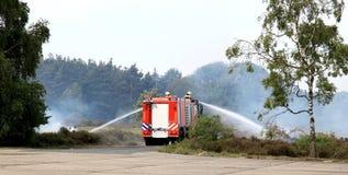 incendie s'éteignant hollandais de brigade images stock