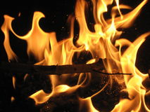 Incendie sur le barbecue Photos stock
