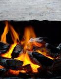 Incendie sur le charbon de bois - ressources de fond Photographie stock