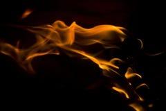 Incendie sur un fond noir Photo stock