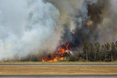 Incendio del sottobosco dell'aeroporto Fotografia Stock