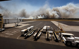 Incendio del sottobosco dell'aeroporto in EL Salvadore, America Centrale Immagine Stock