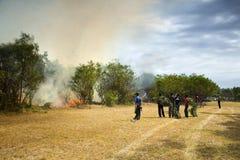 Incendio violento infuriantesi a Port Elizabeth, Sudafrica fotografia stock libera da diritti