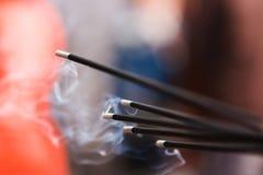 Incense ручки горя в квадрате Durbar, Катманду, Непале Стоковые Фото
