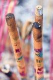 Incense i bastoni che bruciano ad un altare di un tempio del taoista, Pechino, Cina Fotografia Stock