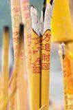 Incense i bastoni che bruciano in un altare ad un tempio buddista, Shunde, Cina Fotografia Stock Libera da Diritti