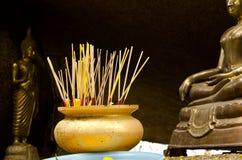 Incenso in tempio tailandese Fotografia Stock Libera da Diritti
