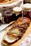 Inceppamento della bacca e della frutta in barattoli Generi differenti di panini Fotografia Stock