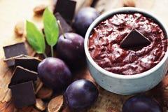 Inceppamento della prugna con cioccolato Fotografia Stock