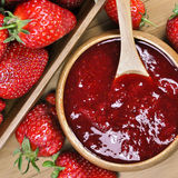 Inceppamento o marmellata d'arance di fragola Fotografie Stock