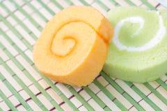 Inceppamento saporito della pasticceria del rotolo con due colori Fotografia Stock
