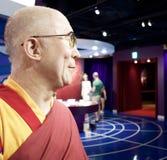 Inceri la statua di Dalai Lama ai tussauds Londra di signora Immagini Stock Libere da Diritti