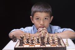 Incertain du prochain mouvement d'échecs. Image libre de droits