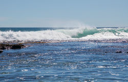Inchamento do oceano: Furos azuis, Austrália Ocidental imagens de stock royalty free
