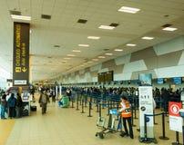 Incheckningområde i flygplatsen av Lima, Peru Arkivbilder