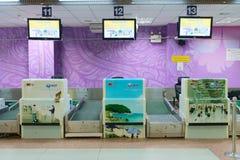 Incheckningskrivbord i flygplats Fotografering för Bildbyråer