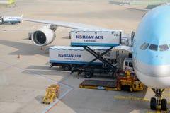 INCHEON KOREA - JULI 29, 2013: Flygplan av Korean Air Fotografering för Bildbyråer