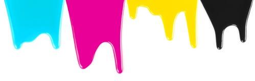 Inchiostri di colore di CMYK o sgocciolatura della vernice isolata Fotografie Stock