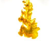 Inchiostri il turbinio in acqua isolata su fondo bianco La pittura nell'acqua Diffusione morbida goccioline di inchiostro colorat Immagine Stock Libera da Diritti