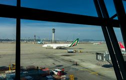 Inchon, Corea 31 de enero de 2016: Alitalia del aeroplano aterrizaba encendido Foto de archivo libre de regalías