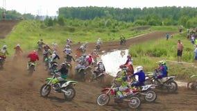 Incidente del motociclo presto dopo l'inizio archivi video
