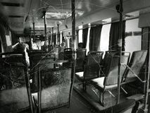 Incidente e passeggeri nel bus della città fotografia stock libera da diritti