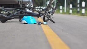 Incidente movente ubriaco, incidente stradale con la bicicletta video d archivio