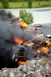Incidente stradale bruciante del vagone cisterna del gas Fotografie Stock