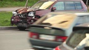 Incidente stradale dopo uno scontro frontale video d archivio
