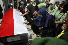 Incidenti aerei militari in Indonesia che uccide 135 Fotografia Stock