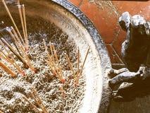Incienso en la estufa Templo chino Imagen de archivo libre de regalías