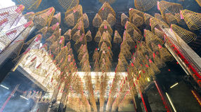 Incienso espiral en la pagoda budista Saigon, Vietnam Imágenes de archivo libres de regalías