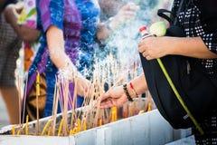 Incienso que enciende Tailandia Fotos de archivo libres de regalías