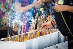 Incienso que enciende Tailandia Foto de archivo libre de regalías