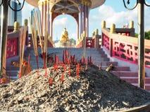 Incienso que quema en el templo chino Fotos de archivo libres de regalías