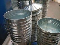 Incinerador do metal empilhado em se com tampas Fotos de Stock