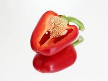Incisión de la pimienta roja en el espejo imágenes de archivo libres de regalías